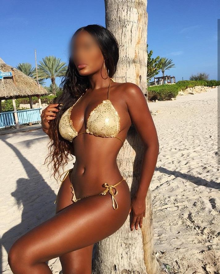 Kim, escort latina en Ibiza